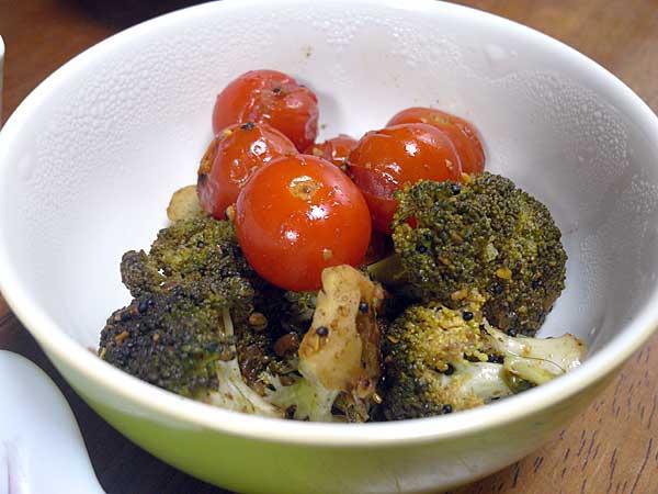 ブロッコリとトマトのアチャール
