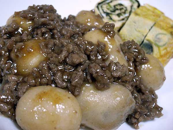 里芋のそぼろ煮と玉子焼き